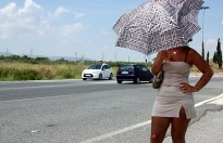 Andrea, prostituta de la N-240: «Guanyo entre 300 i 400 euros al dia»