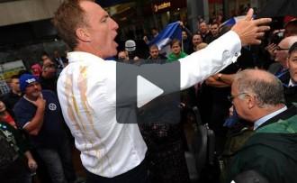 Un líder laborista rep l'impacte d'un ou i atura els seus mítings