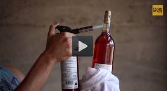10 formes curioses d'obrir una ampolla de vi sense llevataps