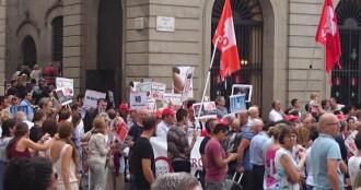 Manifestació antiavortista a la plaça Sant Jaume minuts abans de la diada