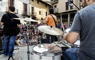 Els carrers de Vic s'omplen de música, ritme i festa