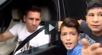 Un nen embogeix per un autògraf de Messi