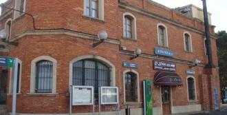 Un home amb dos ganivets causa el pànic en un tren de Reus a Vila-seca