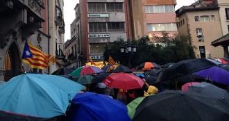 Vés a: Unes cinc-centes persones clamen a Granollers contra la sentència del TC