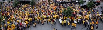 Més d'un miler de persones es manifesten a Olot a favor del 9-N