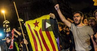 Vídeos: «L'Estaca» ressona davant la delegació del Govern a Barcelona