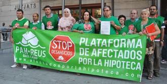 La PAH entrega una petició als jutjats  per aturar els desnonaments a Reus