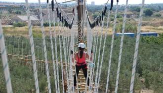 Ponts, tirolines i més de 63 reptes, al nou parc d'aventures Jumpland