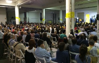 Els voluntaris d'«Ara és l'hora» omplen el Palau Firal