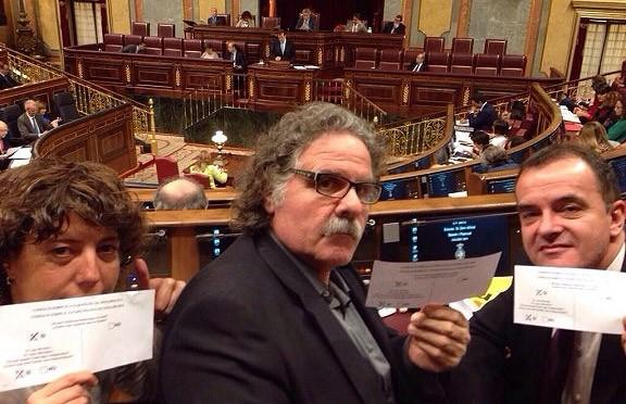 El selfie de Teresa Jordà pel «sí-sí» al Congrés, amb Rajoy de fons