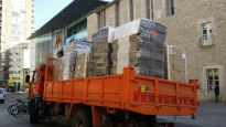Foto: Els camions carregats amb urnes arriben als instituts