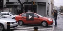 Un mexicà dóna una peculiar lliçó als cotxes que no respecten els vianants