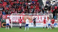 Dos lectors s'enduen una entrada per al partit entre el Nàstic i l'Eldenc