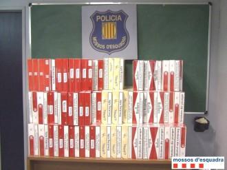 Detingut a la C-17 amb 5.500 paquets de tabac de contraban al cotxe