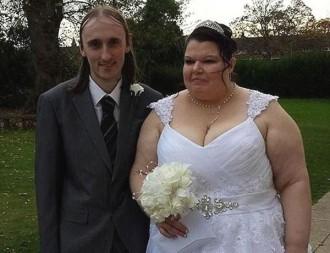 Es casa la 'dona més gelosa del món'