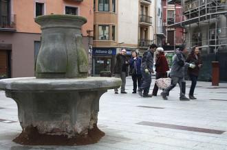 Ripoll recupera l'emblemàtic banc de la plaça Sant Eudald