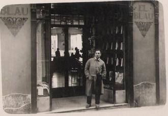Camiseria El Blau al carrer de Sant Pere de Terrassa (anys vint del segle XX) / Foto: Rafel Comes
