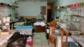 Desmantellen un taller de confecció clandestí a Reus amb tres treballadors