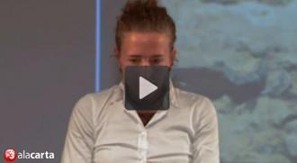 Vídeo: Núria Picas aguanta contrariada ser «homenatjada» amb l'himne espanyol