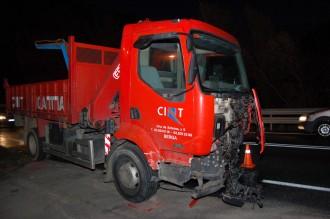 Xoc entre un camió i un turisme a la C-16 a Cercs