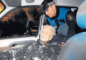 Vés a: Deixa la seva mare de 93 anys en un pàrquing i la policia l'ha de rescatar