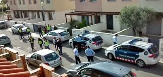 Dos detinguts i escorcolls a Montblanc en una operació policial per estafes