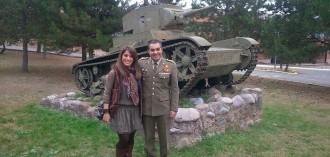 Vés a: La líder de les joventuts del PP a Lleida, entre tancs