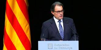 El president Mas demana «sumar més enllà dels partits per un sol cop»