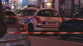 Vés a: Dos lladres provoquen un tiroteig després de robar una joieria a París