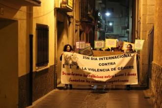 Una vuitantena de persones s'apleguen a Arbúcies contra la violència masclista