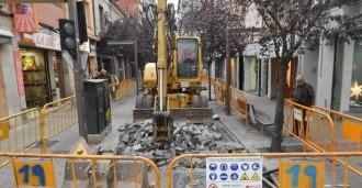 Un paviment asfàltic substituirà les llambordes del carrer de Gutenberg