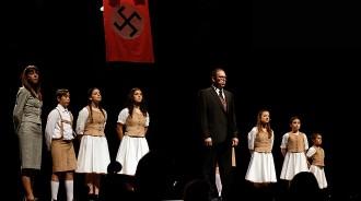 Vés a: El musical «Somriures i llàgrimes», ara en català