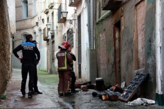 Un foc crema la planta baixa d'un edifici abandonat de Lleida