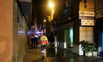 Una persona intoxicada en un incendi al carrer Santa Llúcia