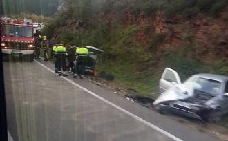 Una dona ferida en un accident entre tres cotxes a la C-55