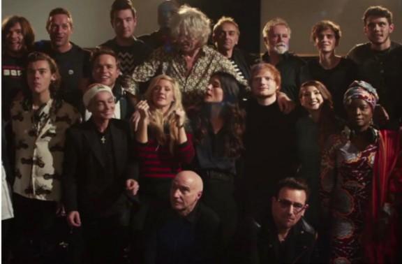 1D, Ed Sheeran, Bono, Chris Martin i més artistes canten junts la cançó de Nadal
