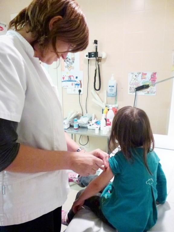 El Centre Sanitari posa la vacuna del papil·loma i l'hepatitis A als infants de les escoles de Solsona
