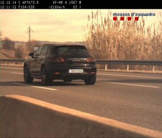 Un vehicle circula a 218 km/h per l'AP-7 a Vilobí d'Onyar