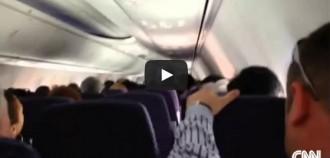 Vés a: Vídeo impactant d'unes fortes turbulències en un vol que provoca 14 ferits