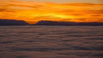 Espectaculars mars de boira al Montsec i a Mont-Rebei