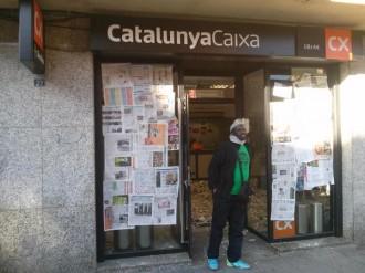 La PAH es concentra a una oficina de Caixa Catalunya de Canovelles