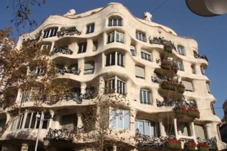 Vés a: La façana de la Pedrera torna a lluir després d'onze mesos de restauració