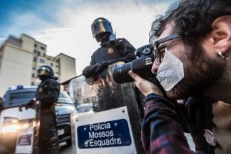 Vés a: Fotoperiodistes denuncien que la Llei mordassa coarta el dret a la informació