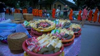 Luang Prabang: els secrets de l'almoïna dels monjos