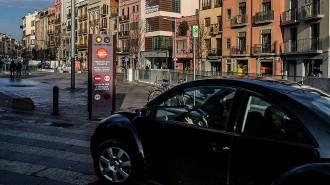 Vic ja posa multes de 36 euros als cotxes que entrin a les illes de vianants