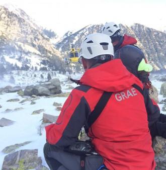 Els Bombers rescaten amb helicòpter un alpinista al Gra de Fajol