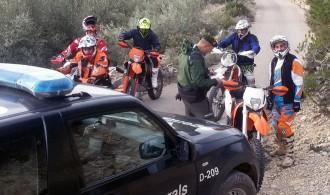 Els Agents Rurals denuncien els conductors de set motocicletes per circular per vials prohibits