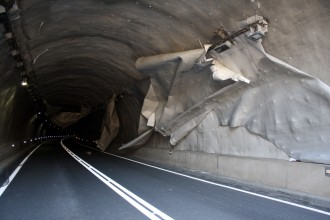 Vés a: Reoberta la C-16 a Berga després que el vent s'endugués el revestiment d'un túnel