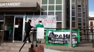La PAHC desocupa l'Ajuntament de Puig-reig amb un principi d'acord