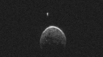 L'asteroide que es va acostar a la Terra té la seva pròpia Lluna